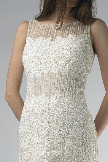 Коктейльное платье с отделкой.