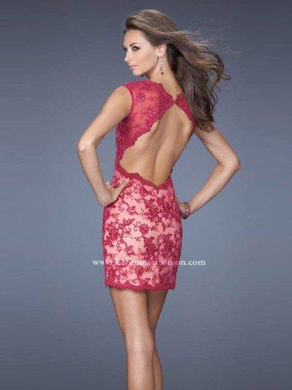 Коктейльное платье с открытой спиной.