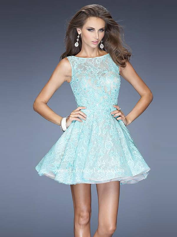 Нежное короткое вечернее платье.