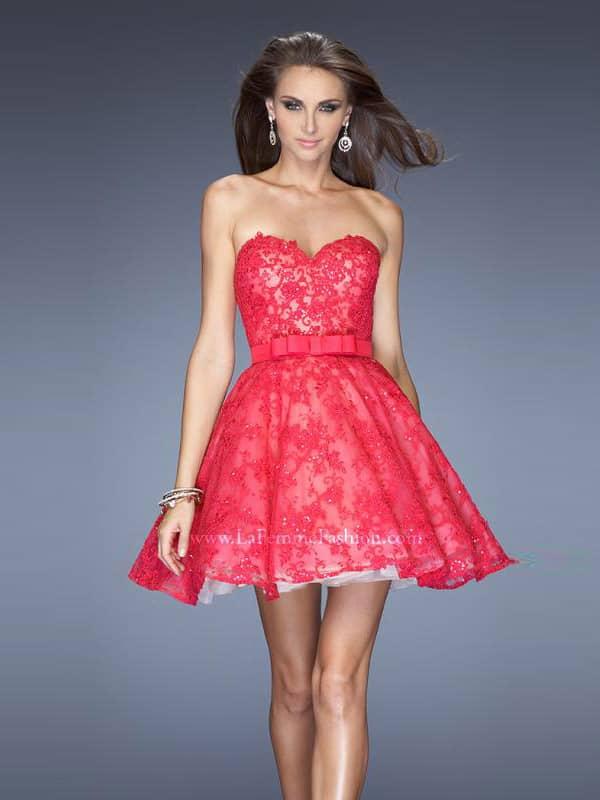 Короткое пышное вечернее платье.