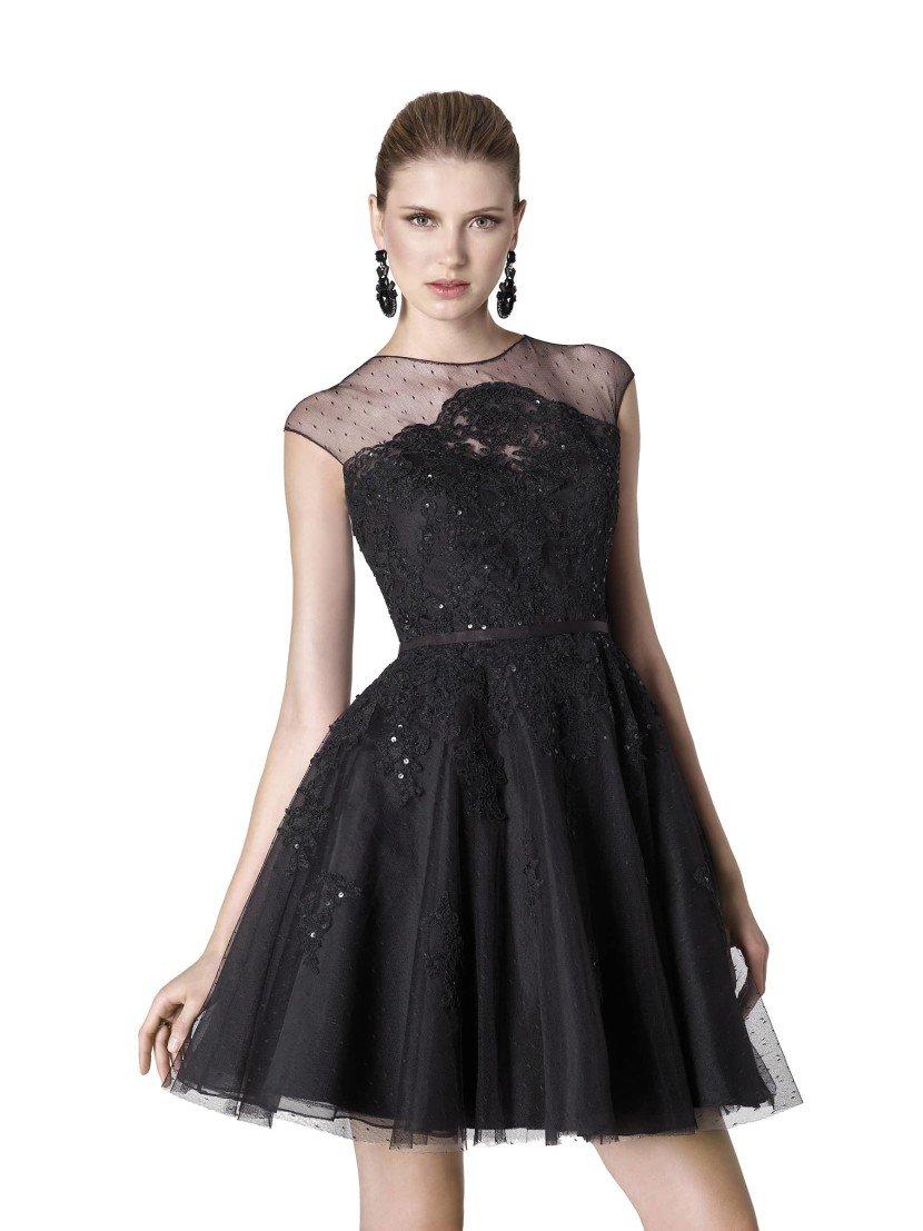 Вечернее платье до середины бедра.