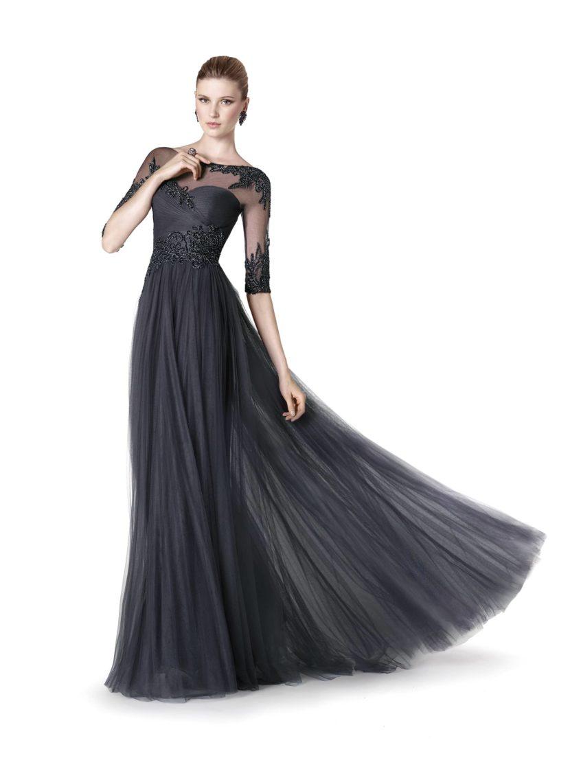 Вечернее платье длиной в пол.