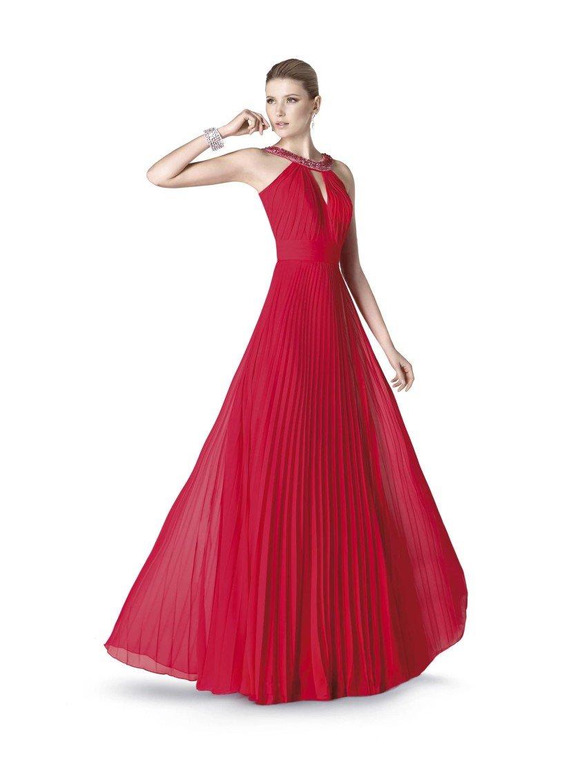 Экстравагантное красное вечернее платье.