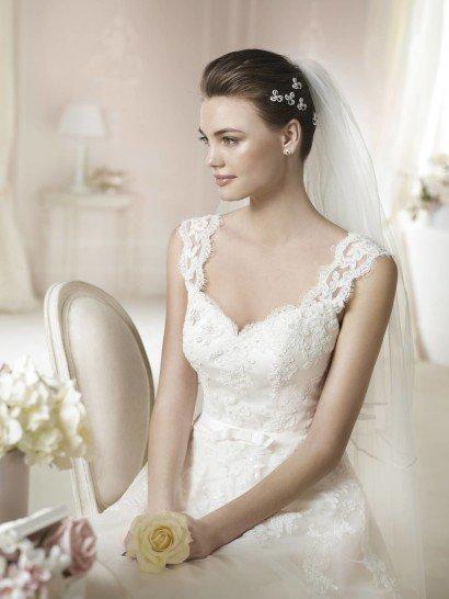 Свадебное платье А-силуэта White One DAERON 2015 года.
