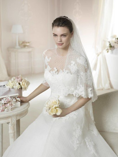 Закрытое свадебное платье с рукавами.