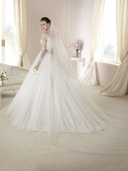 Свадебное платье с рукавами White One DALE 2015 года.