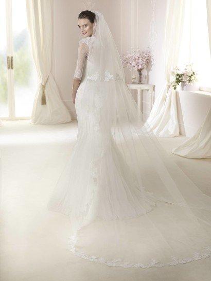 Закрытое свадебное платье Dalit от White One.