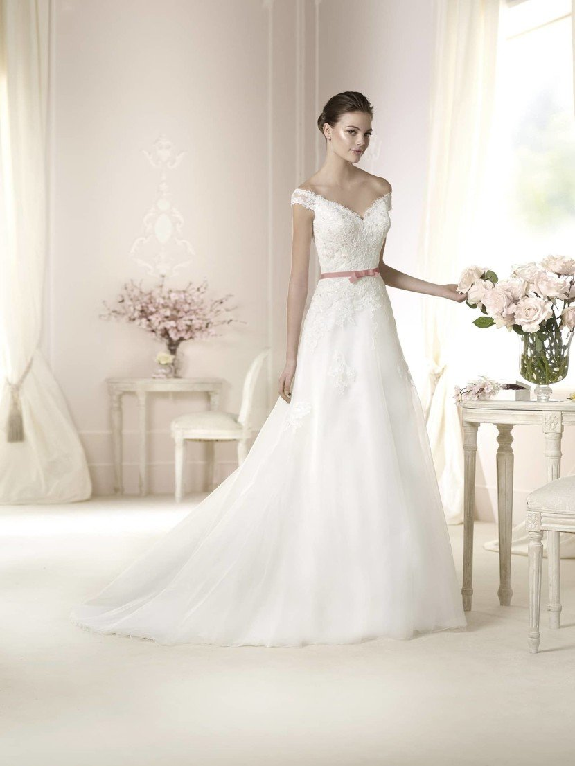 Свадебное платье с пышной юбкой White One DANICA 2015.