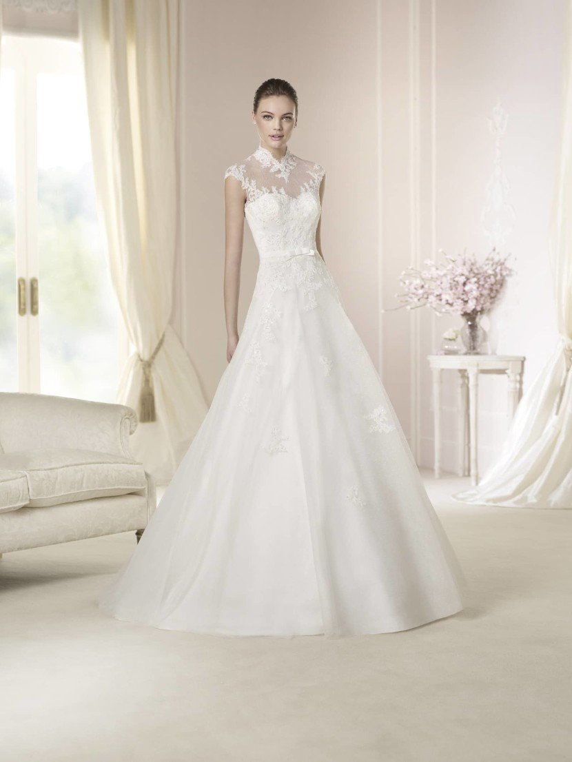 Закрытое свадебное платье Danya от White One 2015.