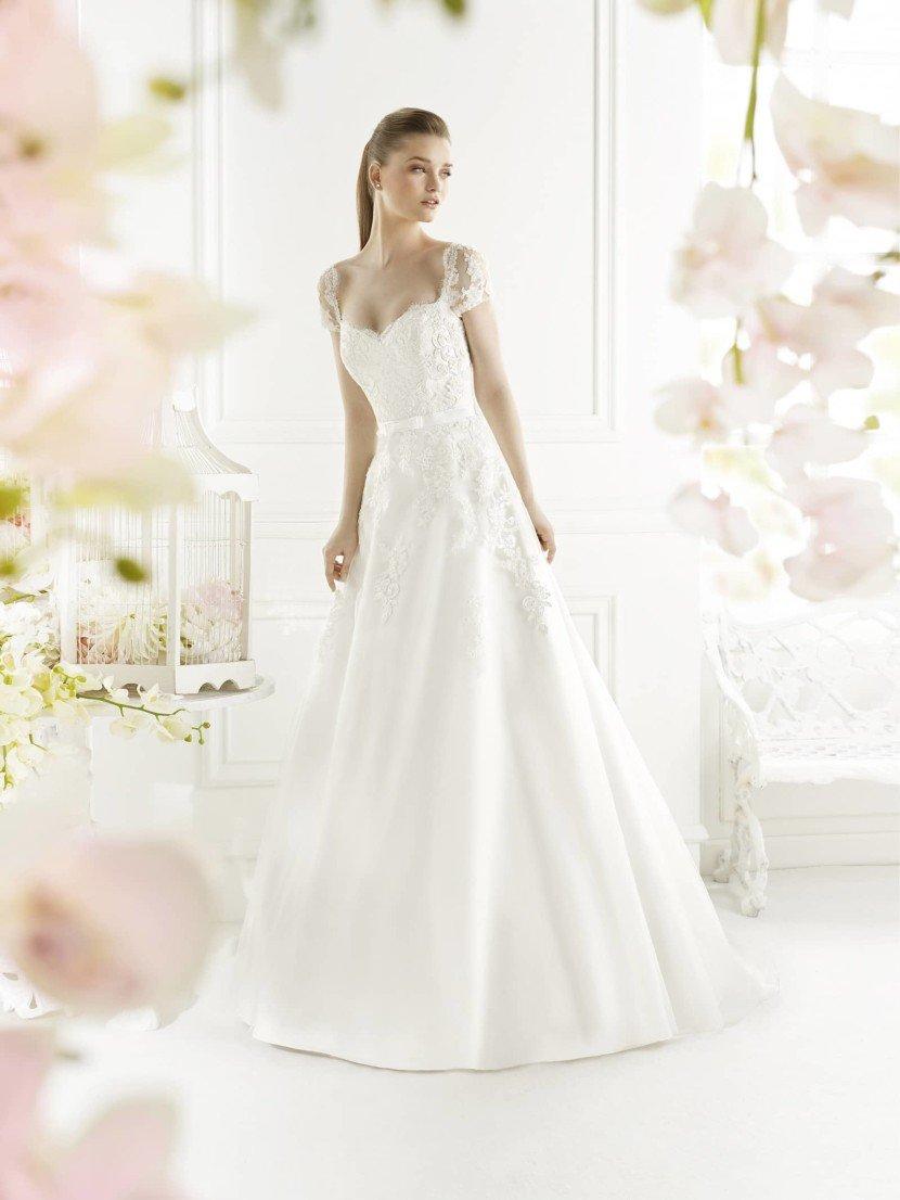 Свадебное платье с необычным верхом GALITE от Avenue Diagonal.