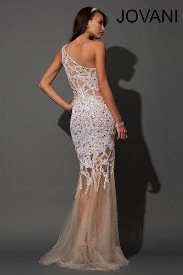 Длинное вечернее платье с ассиметричным верхом.