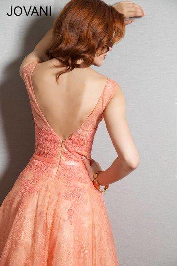 Короткое вечернее платье.