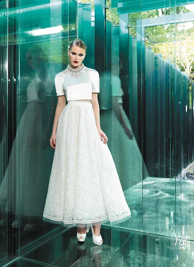 34282118f36 В коллекции YolanCris можно найти подходящее свадебное платье для церемонии  в таком стиле.