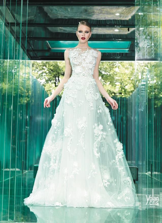 dcb11fd086c В YolanCris нашли свою интерпретацию традиционного кроя. Abril –  оригинальное свадебное платье с пышной юбкой А-силуэта и сдержанным верхом  с небольшим ...