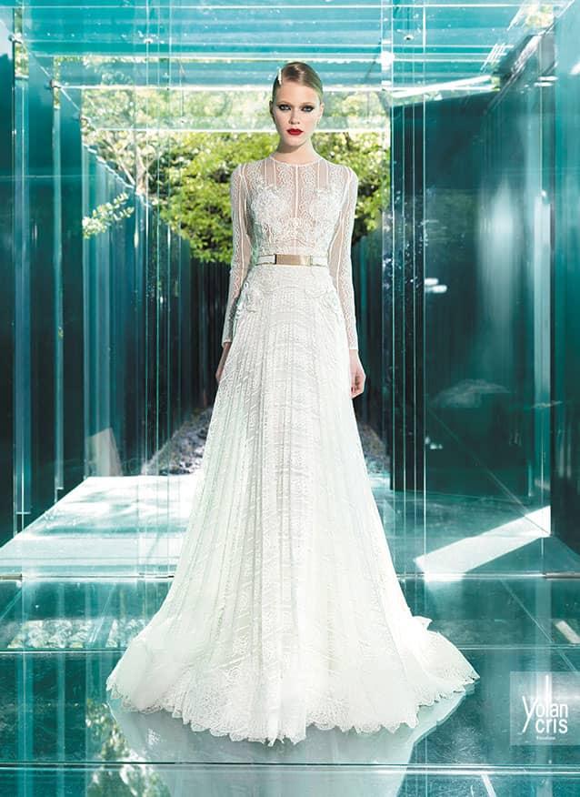 88660f07ba6 Свадебные платья тех времен полны элегантного стиля и индивидуальности.  Классический прямой крой преображает осанку