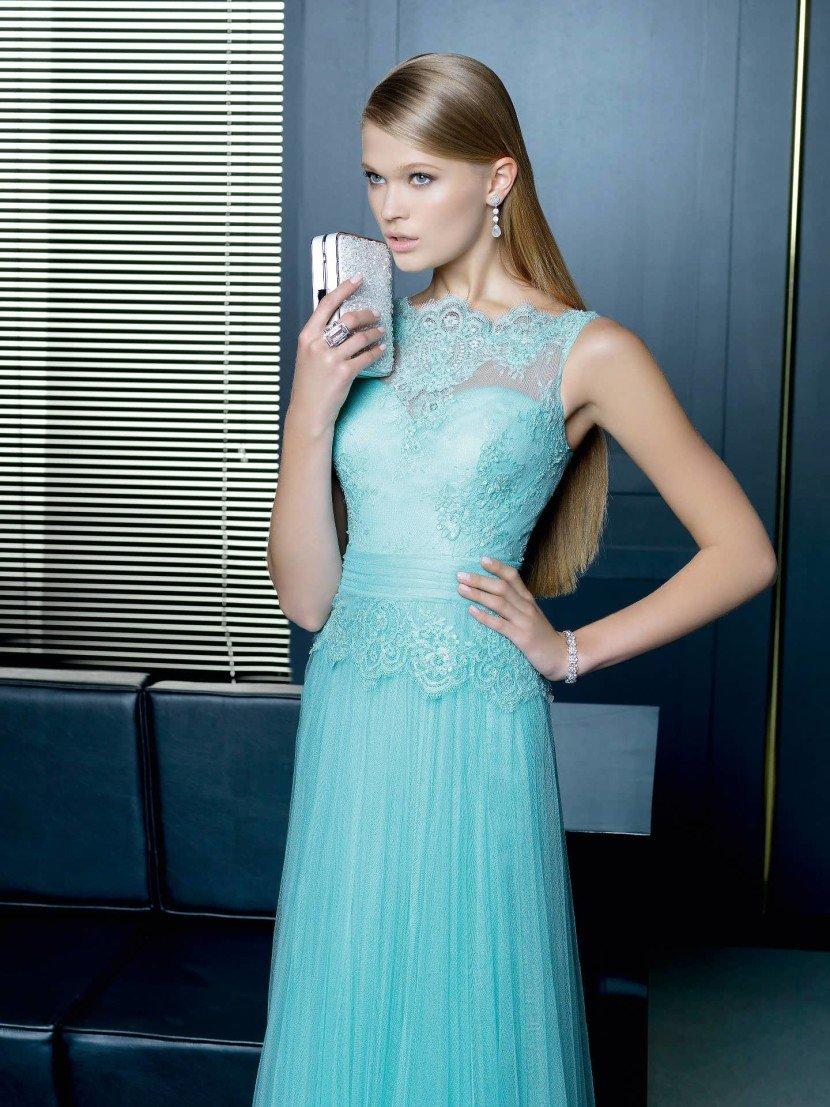 Коктейльное платье нежного голубого оттенка.
