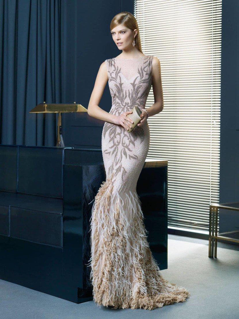 Необычное вечернее платье.