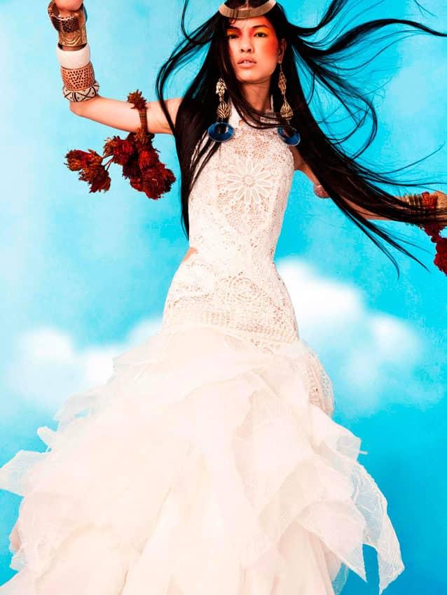 145bec2ce75 Свадебные платья коллекции New Sun отличает прямой крой верхней части