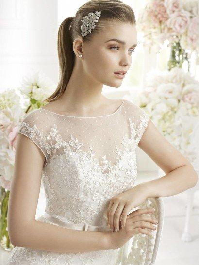 Прямое недорогое свадебное платье GELION от Avenue Diagonal.
