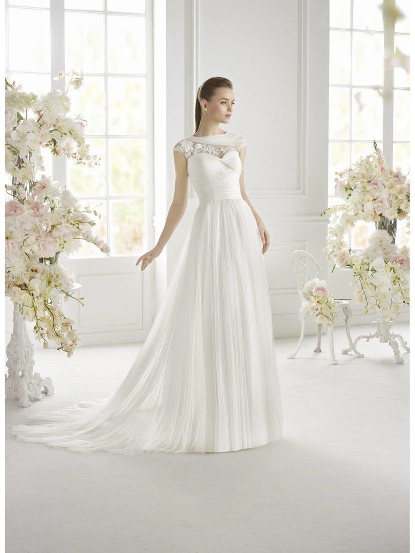 Свадебное платье прямого силуэта GIANCARLA от Avenue Diagonal.