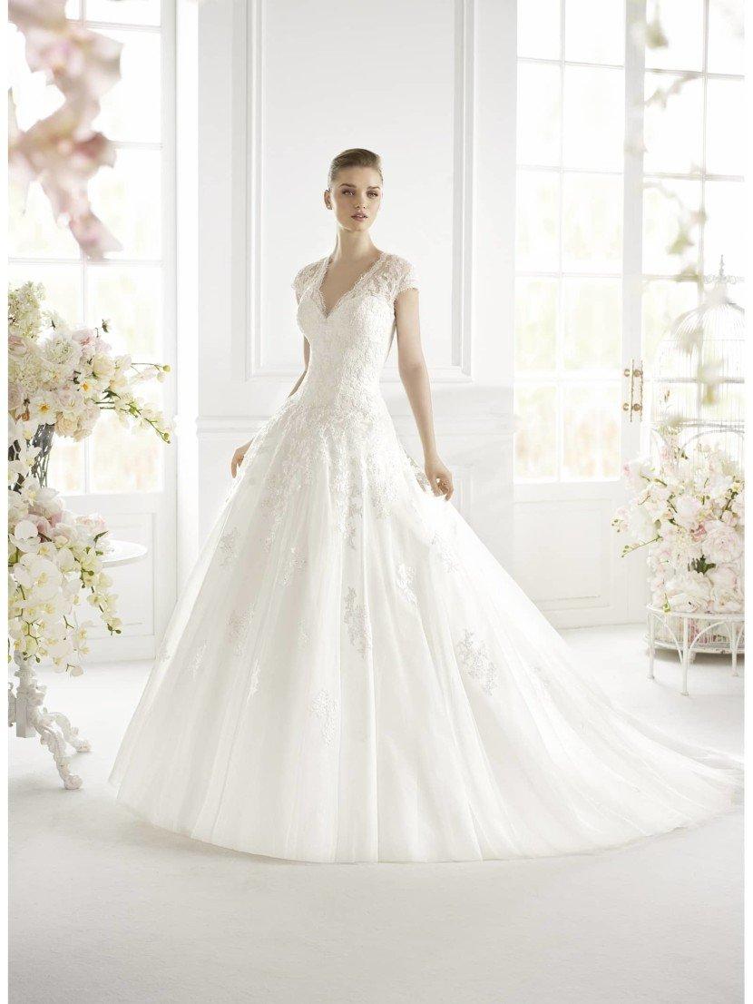 Свадебное платье А-силуэта Gislena от Avenue Diagonal.