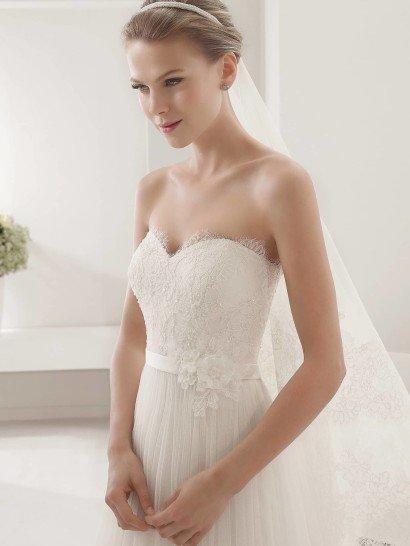 Свадебное платье PARAJE с кружевным болеро.