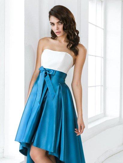 Оригинальное выпускное платье с ассиметричной юбкой из бирюзового атласа.