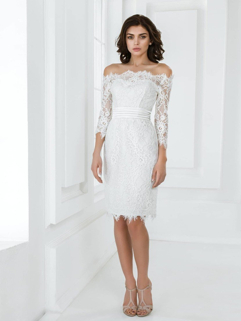Короткое свадебное платье с рукавом.