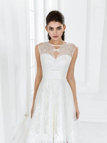 Короткое пляжное свадебное платье с сеткой.
