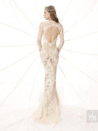 Закрытое свадебное платье с выразительной текстурой отделкой. ➌ Эксклюзивно в Виктории  ✆ +7 495 627 62 42 ★ Салон Виктория Ⓜ Арбатская Ⓜ Смоленская