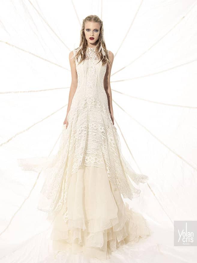 Свадебное прямое платье в богемном стиле.