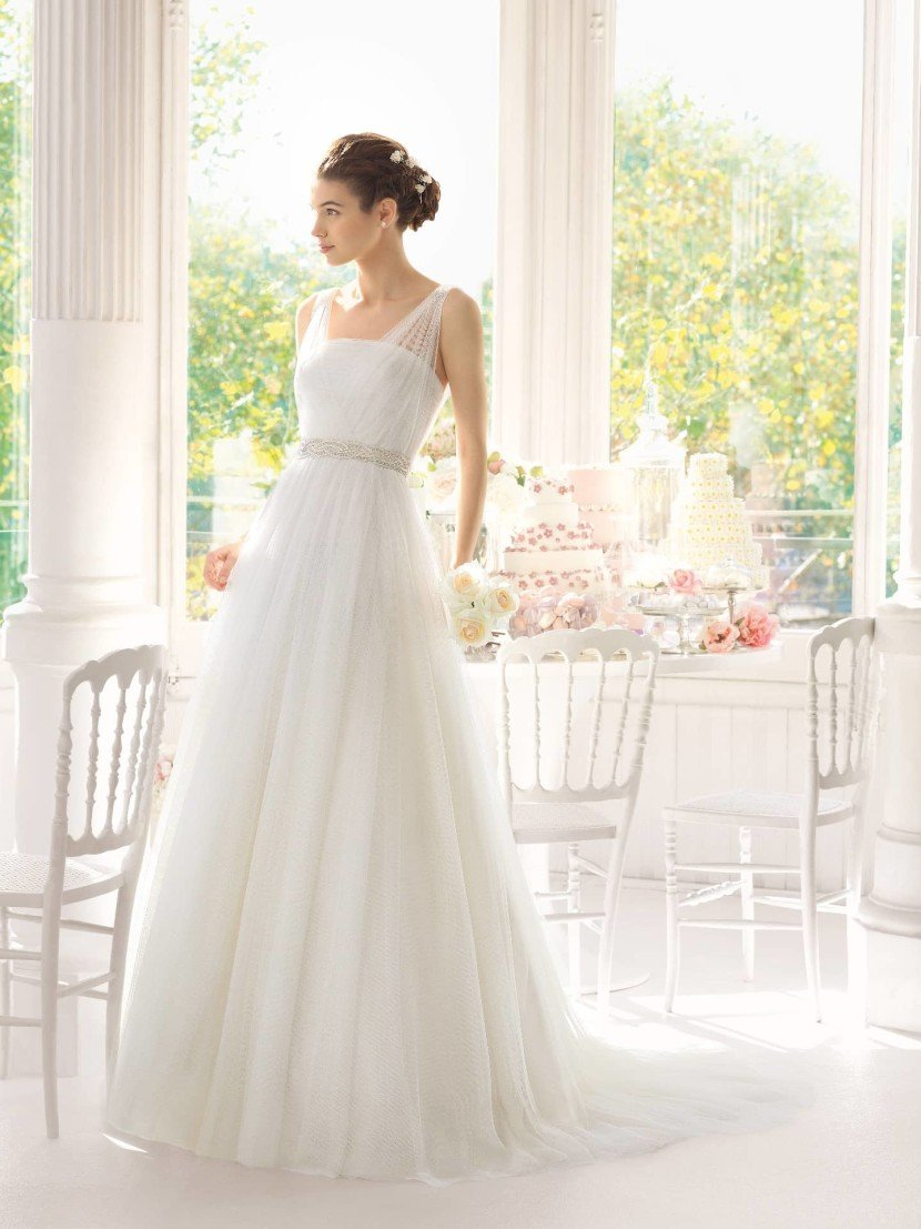 Свадебное платье с поясом.