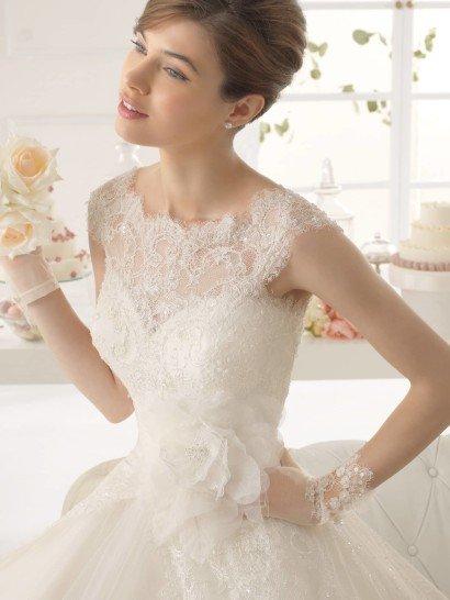 Свадебное платье с роскошной отделкой 2015.