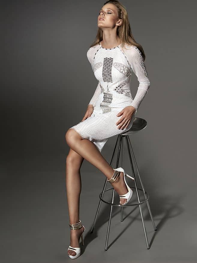 Короткое вечернее платье белого цвета со сдержанным кроем. ➌ Примерка и подгонка платьев  ✆ +7 495 627 62 42 ★ Салон Виктория Ⓜ Арбатская Ⓜ Смоленская