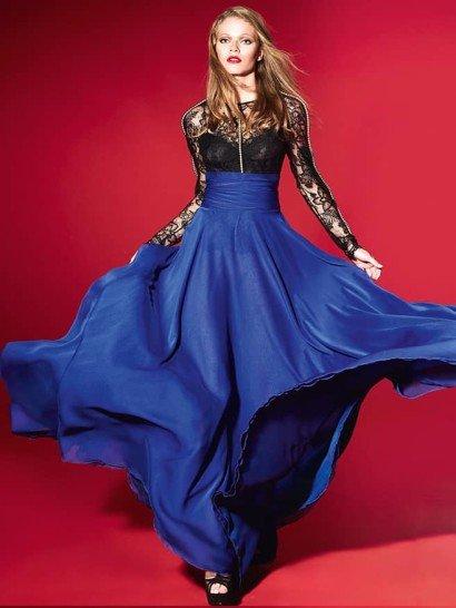 Вечернее платье прямого силуэта состоит из кружевной блузы с длинным рукавом и высоким вырезом, выполненной в черном цвете, и длинной юбки в пол из насыщенного синего шелка.  Юбка дополнена широким поясом, который придает фигуре особенную элегантность.  На рукавах и в области лифа кружевная ткань не дополнена плотной основой.  Просвечивающие области делают образ соблазнительнее и сбавляют строгую торжественность закрытого кроя.  Вечерниеплатья Yolan Crisэксклюзивно представлены в салоне Виктория  Примерка платьев Yolan Cris -платная