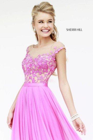 Розовое вечернее платье.