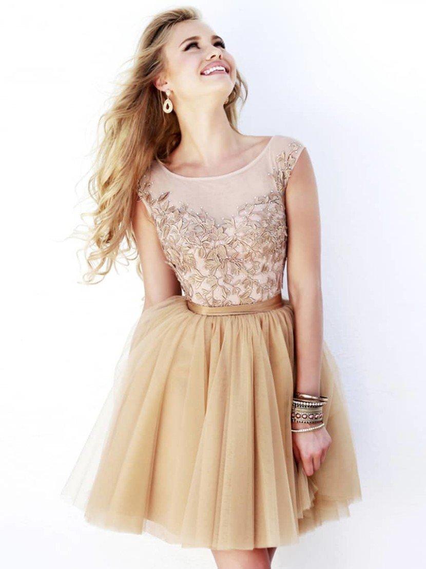 Короткое выпускное вечернее платье.