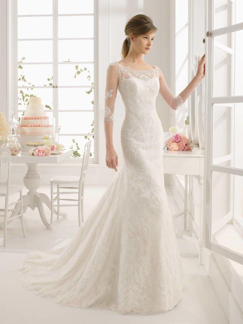 Кружевное свадебное платье с рукавами.