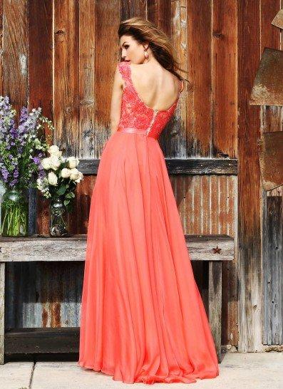 Воздушное ярко-оранжевое вечернее платье.