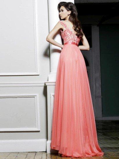 Воздушное вечернее платье в пол.