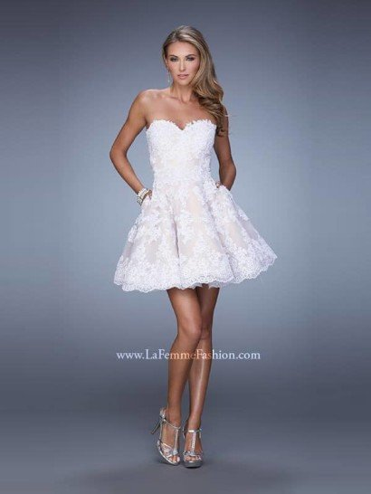 Короткое выпускное платье.