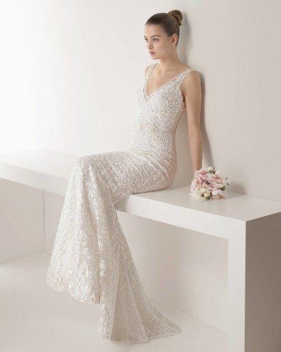 Облегающее кружевное свадебное платье.