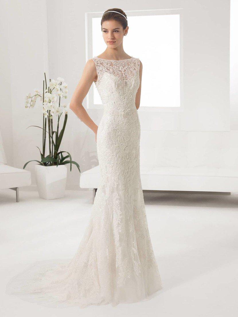 Красивое кружевное свадебное платье.