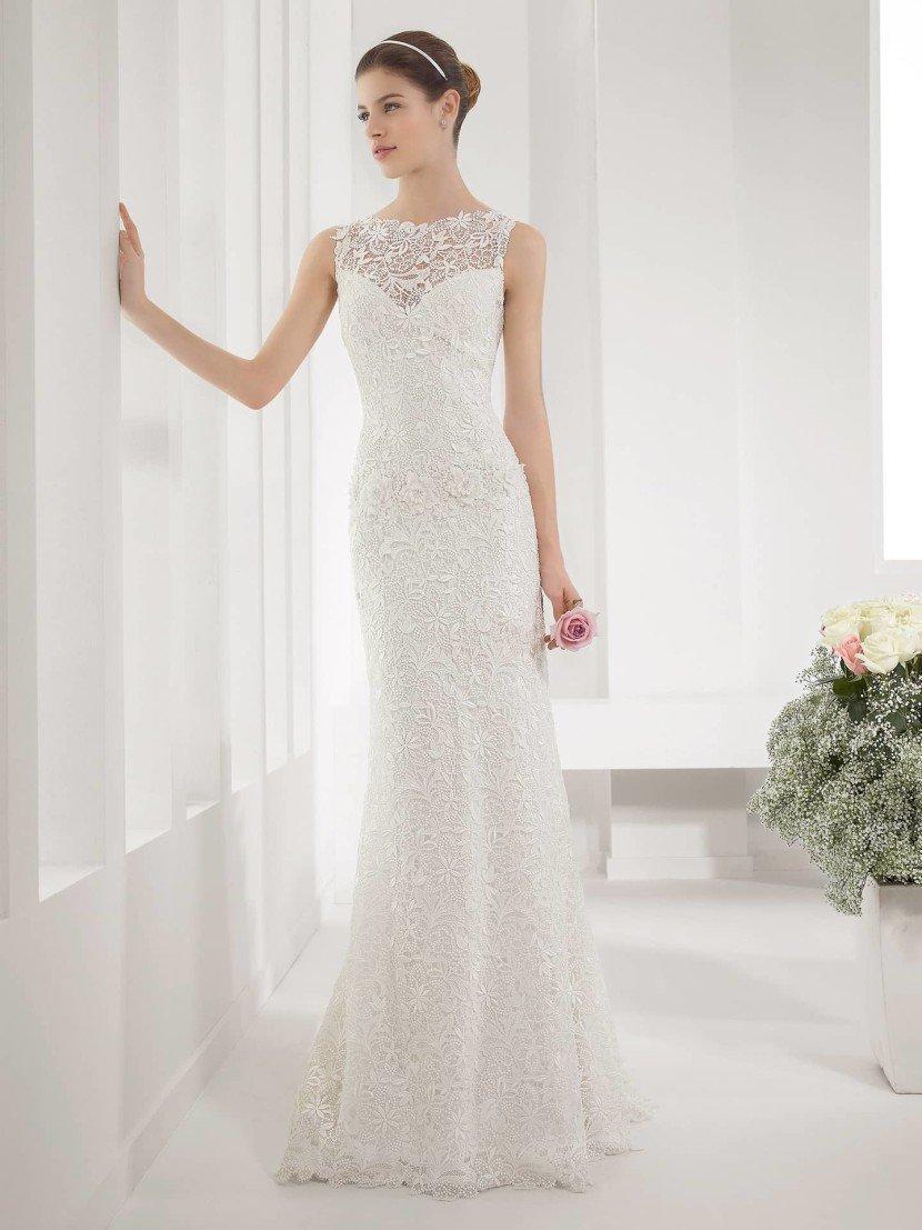 Свадебное платье с кружевным декольте.