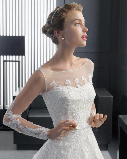 Открытое летнее свадебное платье.