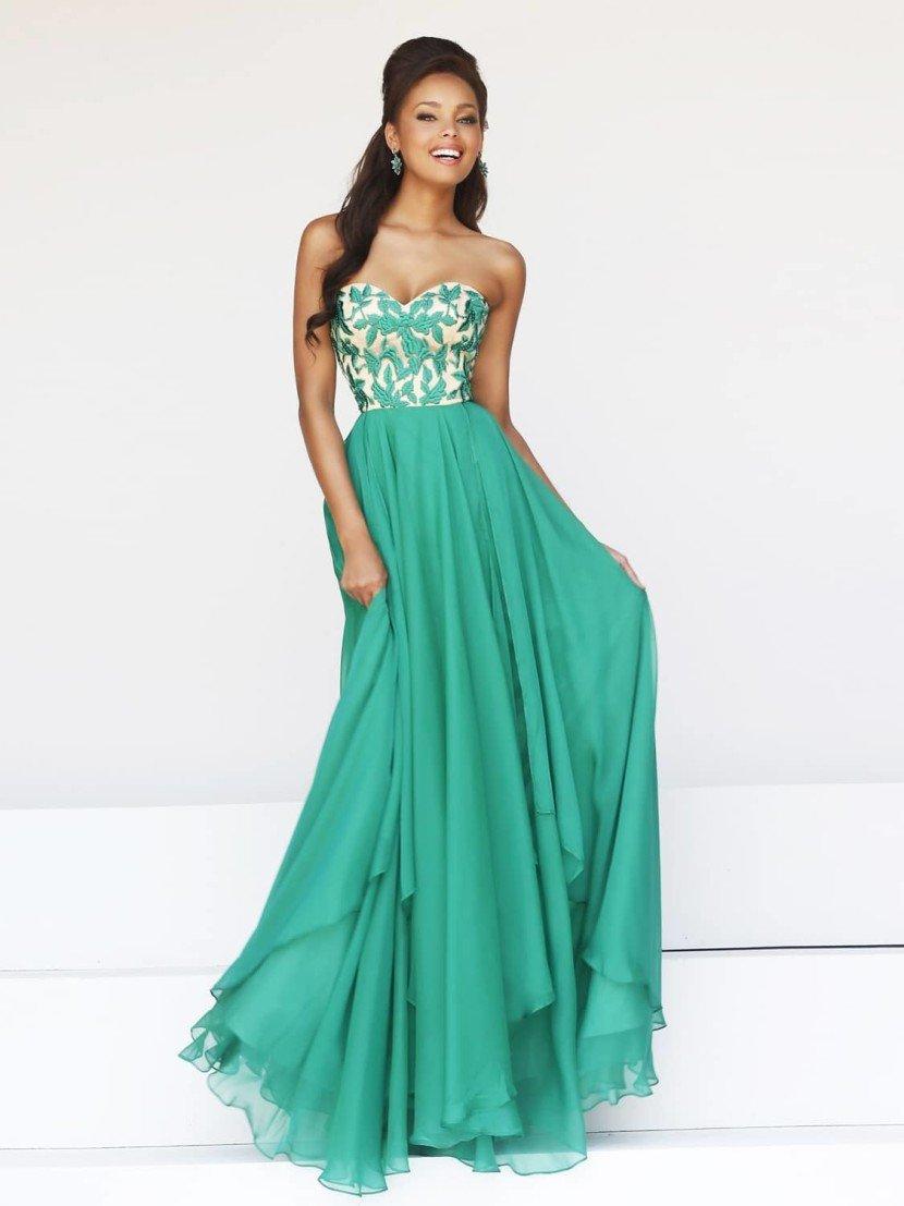 Длинное молодежное платье в пол.