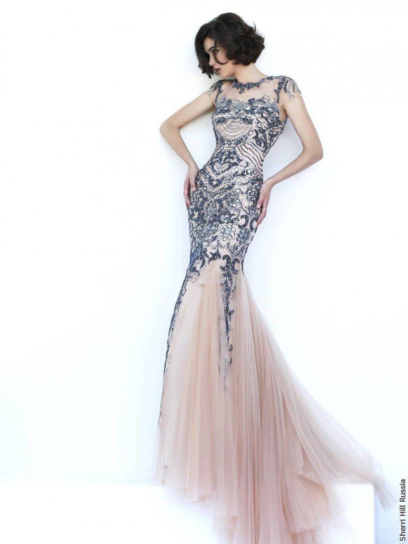 Серебристое выпускное платье.