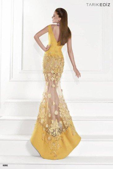 Золотое вечернее платье в пол.