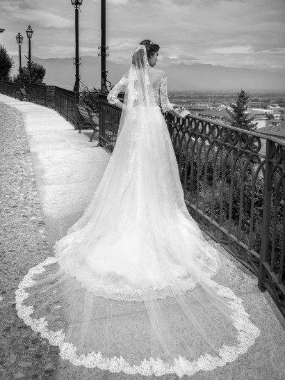 Дорогое свадебное платье Alessandra Rinaudo с кружевом.