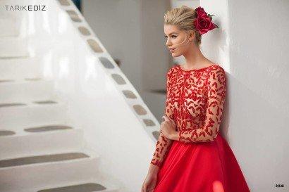 Красное вечернее платье-принцесса.